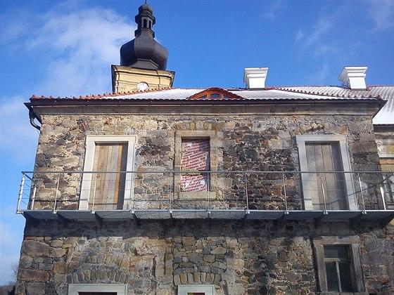 Nová pavlač s restaurovaným prostředním oknem