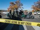 Policisté před střední školou ve městě Sparks, kde jeden z žáků  zastřelil...