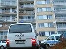Dům v Kozmíkově ulici, před nímž se neznámý pachatel pokusil znásilnit dívku...