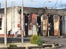 Trosky trolejbusového depa v Opavě po nedělním požáru.
