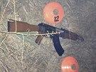 Replika AK-47, kterou Andy Lopez nesl svému kamarádovi.