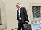 Lubomír Zaorálek přichází do Poslanecké sněmovny na setkání nově zvolených