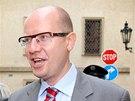 Bohuslav Sobotka přichází do Poslanecké sněmovny na setkání nově zvolených