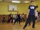 Do tanečních kurzů chodí lidé, kterým bylo padesát, šedesát i pětasedmdesát.