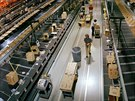 Ob�� sklad spole�nosti Amazon v USA. Dva podobn� vyrostou i v �esku.