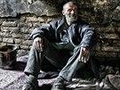 Bezdomovec Ludvík u polorozpadlého statku