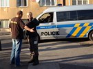 Podezřelý muž se před zraky policistů zastřelil.