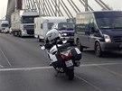 Nehoda �esti osobn�ch aut na pra�sk� Ji�n� spojce (25. ��jna 2013).