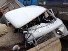 Lokomotiva star� automobil zna�ky Barkas doslova se�rotovala.