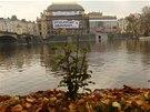 Akce Greenpeace na budově Národního divadla v Praze v úterý 22. října 2013