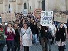 Zhruba �ty�i stovky lid� protestovaly vpodve�er v Olomouci proti pl�nu na