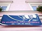 Majitel domu na náměstí v Novém Městě nad Metují vyvěsil transparent na podporu...