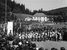 Ministr zahraničí Jan Masaryk v Dlouhém-Rzech na Náchodsku při odhalení pomníku...