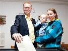 Lídr lidovců přišel k volební urně v Kladské ulici v Náchodě v páteční podvečer...