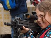 Nová útočná puška CZ 805 BREN. Armáda ukazuje na Hradčanském náměstí, jak se...