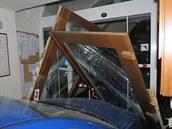 Podnapilý řidič dvakrát naboural do budovy městského úřadu v Jaroměři.