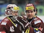 RADOST DVOU TOMÁŠŮ. Sparťanský brankář Tomáš Pöpperle (vlevo), útočník Tomáš...