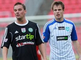 Příbramský útočník Petr Švancara (vlevo) a znojemský obránce Martin Hudec.