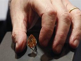 V Hongkongu odhalili obří oranžový diamant. Cena jde do stamilionů
