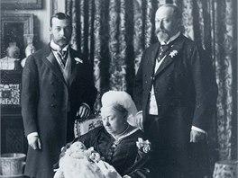 Královna Viktorie v roce 1894 se svými následníky: Eduardem VII., Jiřím V. a
