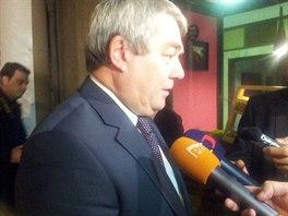Předseda KSČM Vojtěch Filip po jednání se špičkami ČSSD v Lidovém domě.