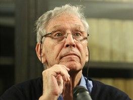 Amos Oz při pražské návštěvě za účelem převzetí Ceny Franze Kafky (2013)