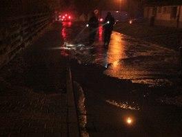 Havárie na vodovodním potrubí byla v Kladně zjištěna v pět hodin ráno.