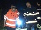 Policisté a hasiči zasahovali při požáru v Ďáblickém háji na Praze 8, kde...