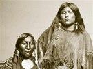 Kajovský náčelník Osamělý vlk a jeho manželka Etla (snímek z knihy Indiáni -