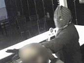 Lupiče, který v ostravské herně Macao přepadl obsluhu zachytila bezpečnostní...