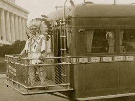 Mnoho Indiánů bylo pozváno do Washingtonu, aby tam uznali převahu bílého muže.