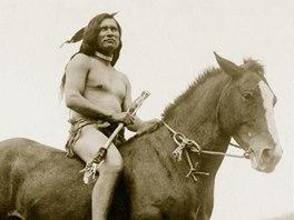 Bojovn�k kmene �o�on� (sn�mek z knihy Indi�ni - Praobyvatel� Severn� Ameriky)