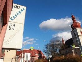 Policie se zabývá pět let starým prodejem jaroměřské restaurace v budově kina...