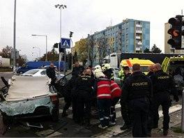 Mladík ujíždějící před policií vjel v Olomouci na červenou do křižovatky a
