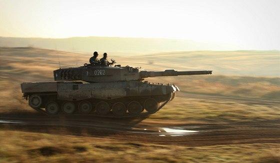 Tank Leopard II polské armády během cvičení Sil rychlé reakce NATO