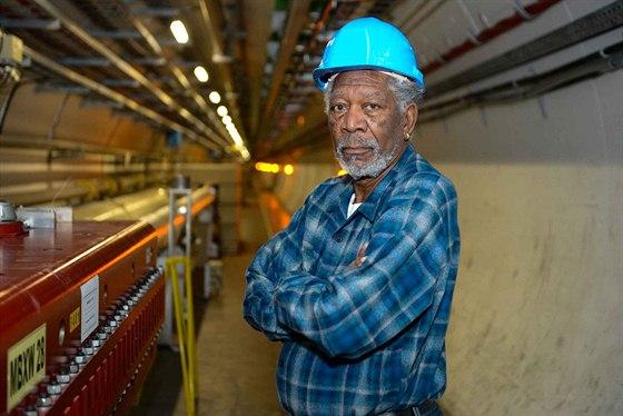 Leto�n� Breakthrough Price za fyzik�ln� objevy uv�d�l herec Morgan Freeman. Na...