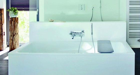Vana Bassino má klasické napouštění umístěné na středu. Držák ruční sprchy...