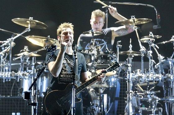 Nickelback na koncertě 7. listopadu 2013 v pražské O2 aréně.