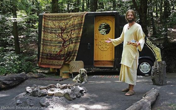 Obytný vůz Safira. Uvítání se šálkem čaje, kdykoliv a kdekoliv.