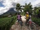 Indonéská sopka Mount Sinabung chrlila o víkendu rozžhavený popel a kamení (3....