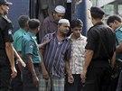 Obžalovaní vojáci přichází k soudu (5. listopadu 2013)