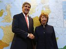 John Kerry a Catherine Ashtonová na jednání o íránském jaderném programu v...