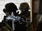 Příslušníci polské vojenské policie během cvičení Sil rychlé reakce NATO v