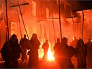 Noc ohňů v jihoanglickém Lewesu připomíná 408 let starý pokus o vyhození