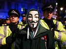 Londýnští policisté se střetli s demonstranty v maskách Guye Fawkese při