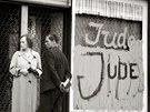 Po Křišťálové noci bylo okolo 30 tisíc německých Židů internováno v...