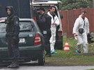 Policisté pracují na místě dvojnásobné vraždy v Raškovicích na Frýdecko-Místecku. (5.listopadu 2013)