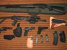 Kromě tří pistolí, které měl vrah v době činu, našla policie v jeho domě v Petřvaldu na Novojičínsku další arzenál. (6. listopadu 2013)