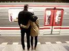 """Do """"komunikačního vagonu"""" nastupovali i lidé, kteří už dávno seznámení byli (9...."""