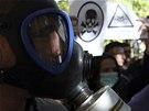 Albánci protestovali v plynových maskách proti žádosti USA na zničení syrských